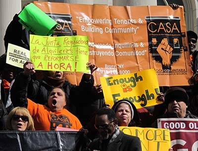Inquilinos de muchos vecindarios de la Ciudad de Nueva York se unieron a la manifestación Asequibilidad Verdadera para Todos frente a la alcaldía el 6 de marzo para exigir que la ciudad cree más viviendas para personas de bajos ingresos y reforme la Junta de Renta Regulada (Rent Guidelines Board).